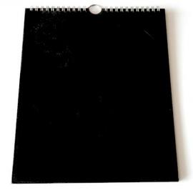 kalendář černý A4 na výšku